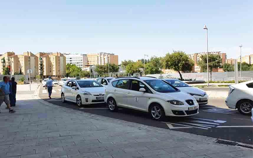 Los taxistas de Zaragoza llevarán uniformes voluntariamente