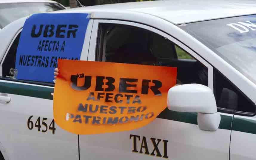 Los taxistas mexicanos se manifiestan contra Uber en Quintana Roo