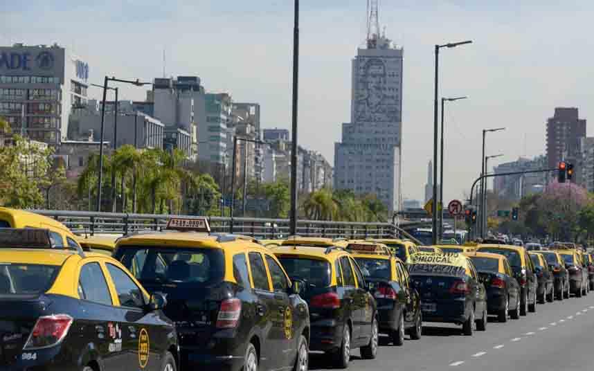 Los taxistas porteños protestan contra Uber en Buenos Aires