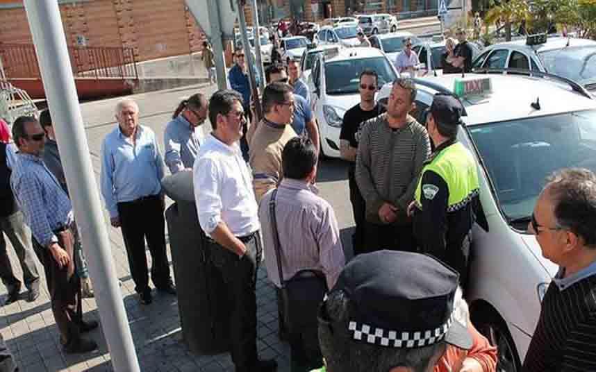 El Ayuntamiento de Almería prepara una ordenanza contra el transporte ilegal