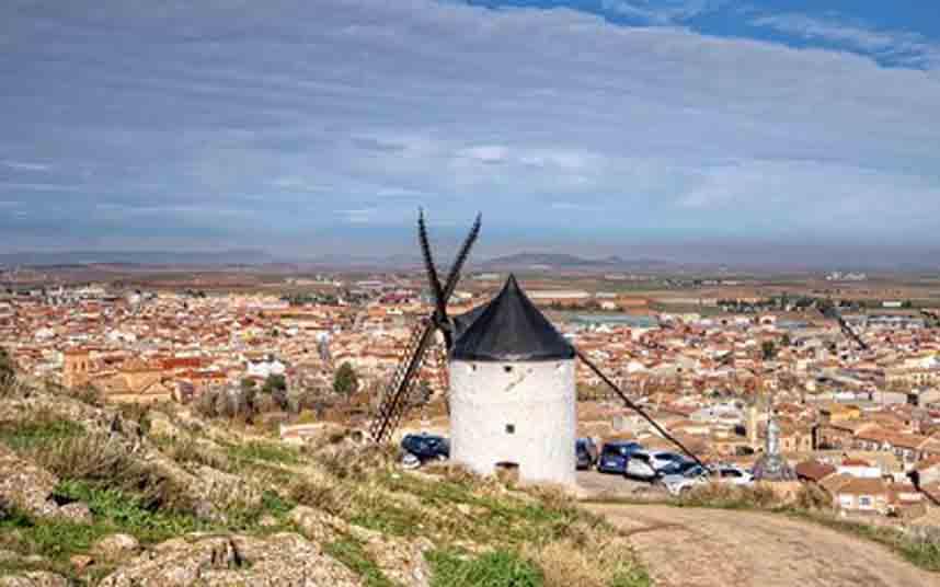 El alcalde de Montán exige a la Diputación de Castellón las ayudas para el taxi rural