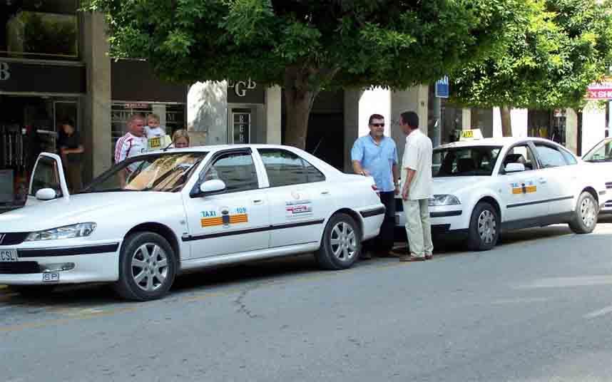 En verano, el 15% de los taxis de Ibiza deberán estar de guardia en su municipio