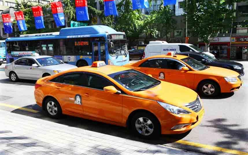 Los taxis de Seúl cambiarán los módulos del techo por unos super grandes