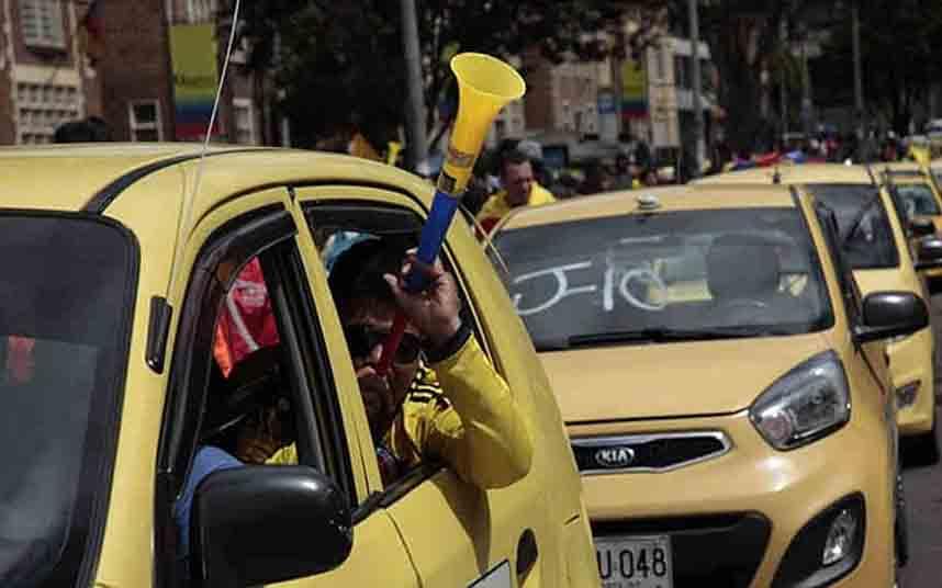 Los taxistas colombianos anuncian movilizaciones el 16 de marzo por el regreso de Uber
