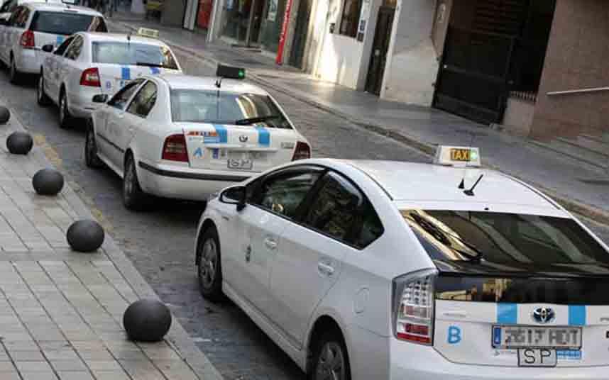 Los taxistas de Huelva, contra la nueva regulación de la Junta de Andalucía
