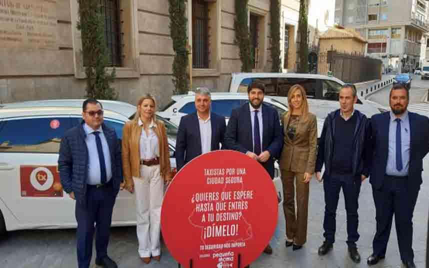 Los taxistas de Murcia, Lorca y Cartagena esperarán a que los clientes entren en su domicilio