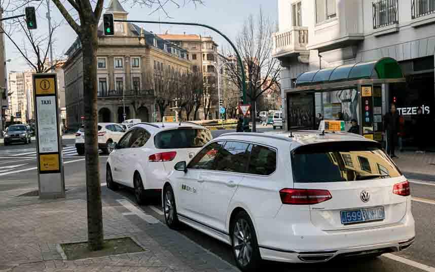 Los taxistas de Pamplona exigen que las VTC llevan la hoja de ruta