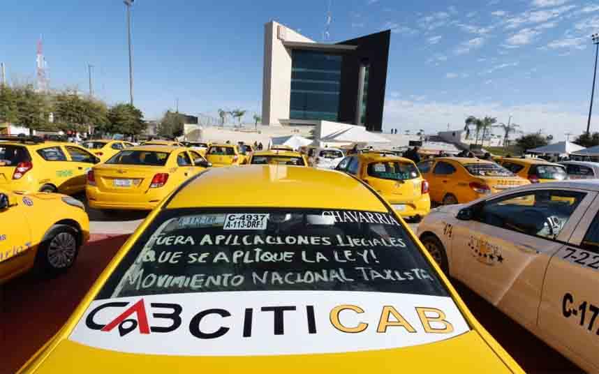 Los taxistas mexicanos protestan en Torreón contra Uber y DiDi