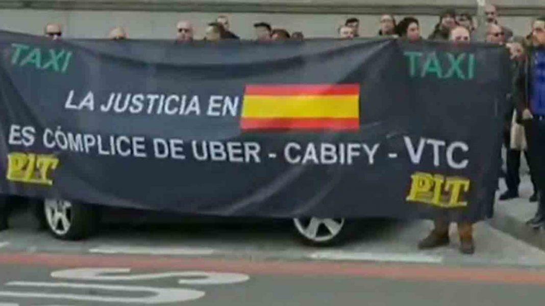 Más de un centenar de taxistas de la PIT se manifiestan en Madrid