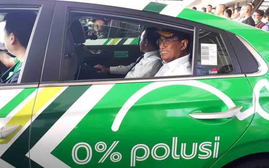 Nuevo servicio de taxi eléctrico en el aeropuerto de Soekarno-Hatta (Yakarta)