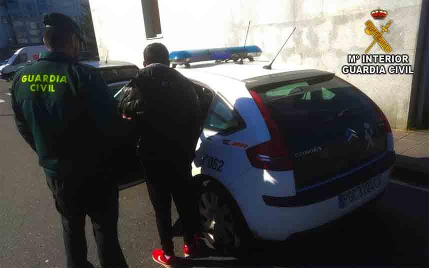 Queda en libertad el hombre que intentó atracar a un taxista en O Vao (Pontevedra)