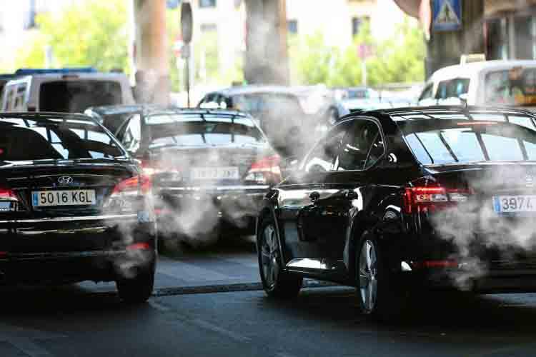 Denuncia del taxi al Ayuntamiento de Madrid por dejar circular VTCs que no son ECO