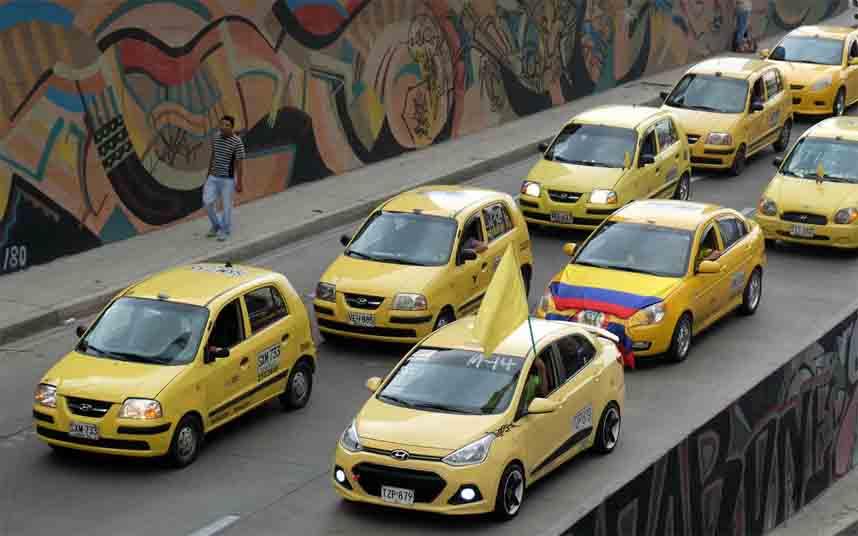 El taxi de Colombia denuncia a Uber y a las operadoras Movistar, Claro, Tigo y ETB