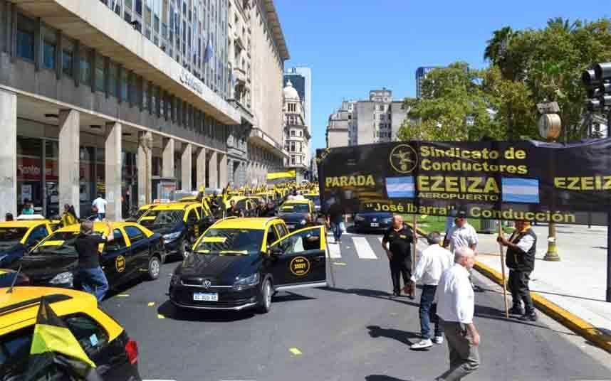 Los taxistas argentinos vuelven a salir a la calle en su lucha contra Uber