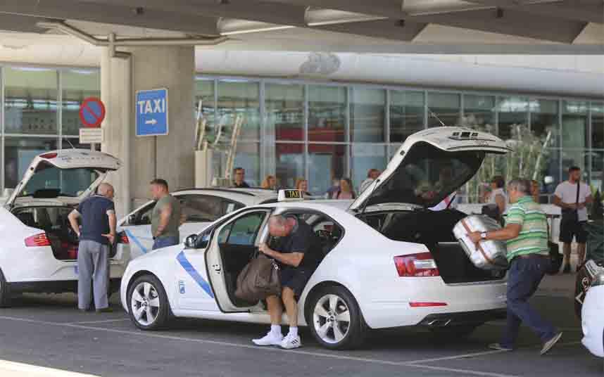 Los taxistas de Málaga piden reducir el número de vehículos por el coronavirus