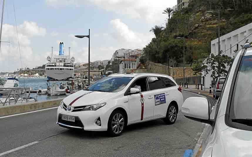 Maó convoca cuatro nuevas licencias de taxis temporales
