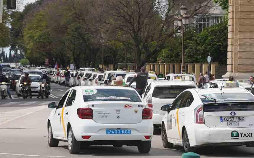 Modificación de los servicios de taxi en Sevilla frente al coronavirus