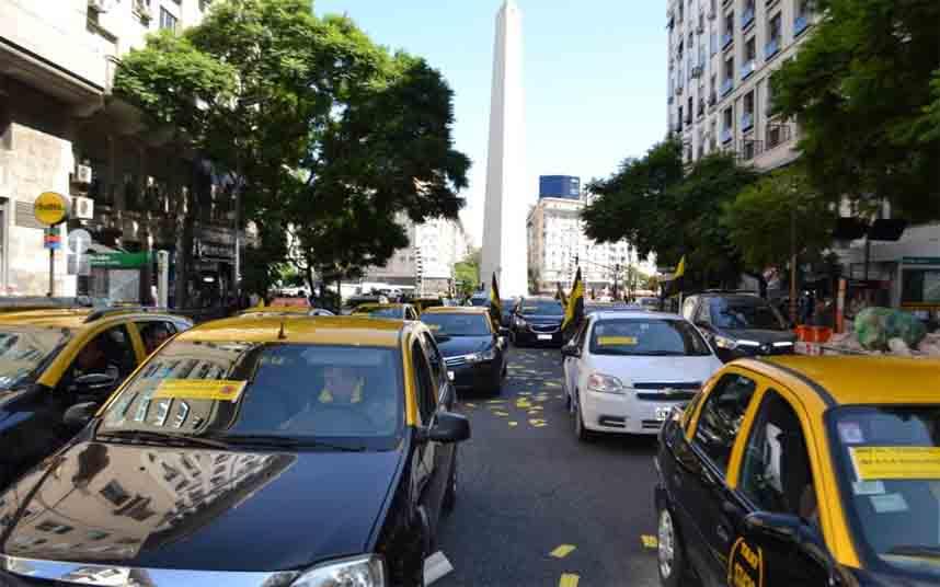 Nueva protesta de los taxistas porteños contra Uber en Buenos Aires