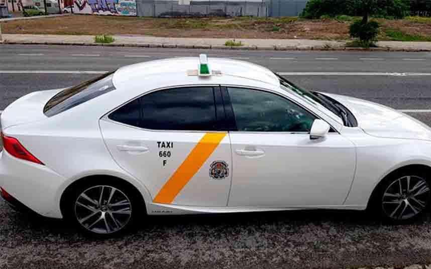 El taxi de Sevilla mantendrá la reducción de la flota durante el mes de mayo