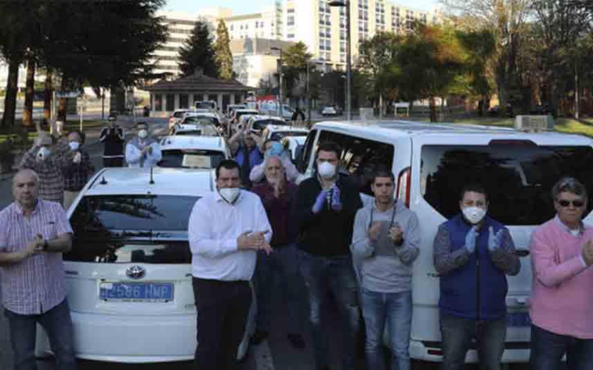 Los taxistas de Pamplona rinden homenaje al personal sanitario