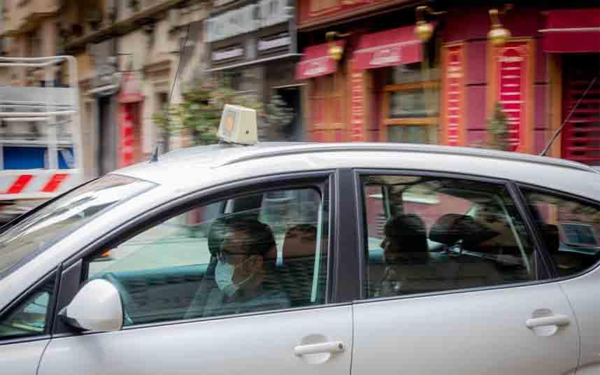 Los taxistas de Zaragoza recuperan sus tarifas, excepto los viajes a un euro para mayores