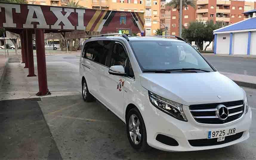 Murcia estudia la posibilidad de implantar el taxi compartido en la región