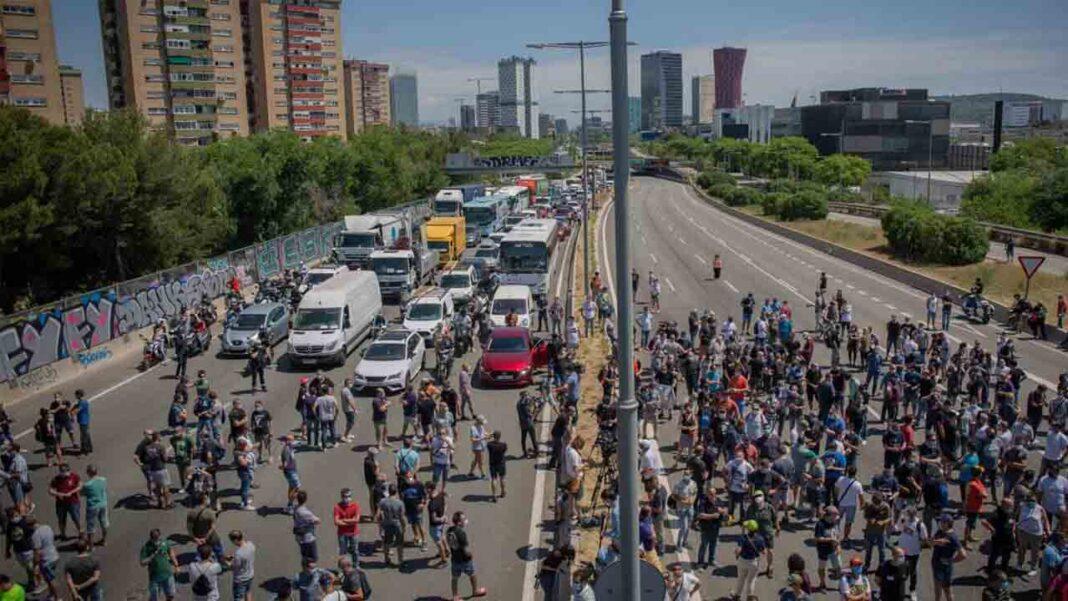 Élite Taxi organiza una marcha en apoyo a los trabajadores de Nissan