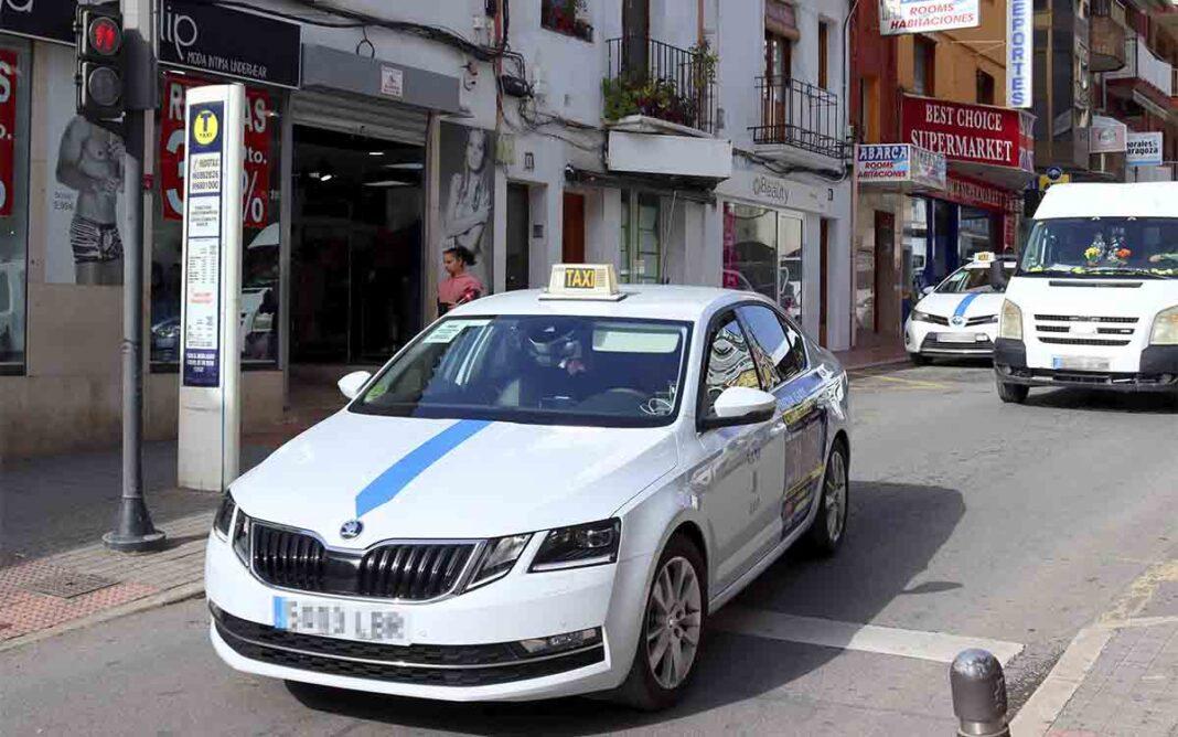 Benidorm valorará el valenciano e inglés para otorgar nuevas licencias de taxi
