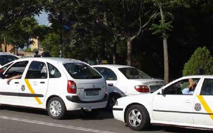 El Ayuntamiento de Sevilla rescatará 36 licencias de taxi