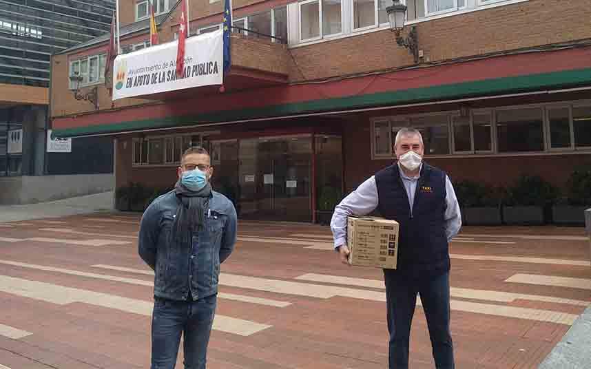 El Ayuntamiento entrega 500 mascarillas a los taxistas de Alcorcón