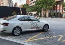 Los taxistas de Chiclana instalan mamparas de protección frente al coronavirus