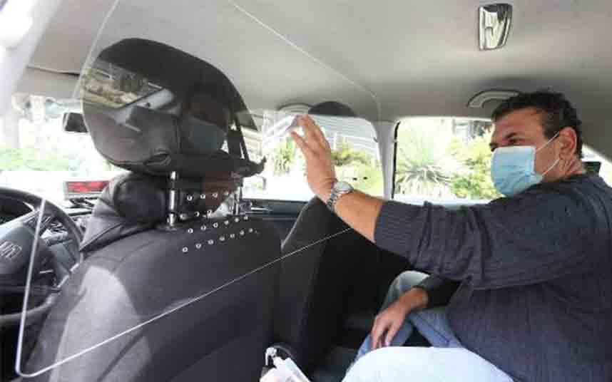 Los taxistas de Málaga instalan generadores de ozono y mamparas de protección
