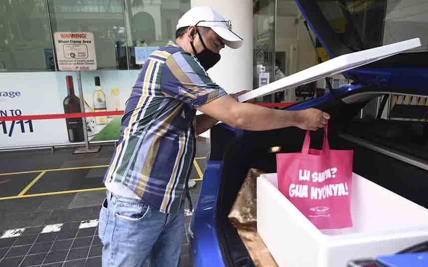 Los taxistas de Singapur comienzan a realizar reparto de comida a domicilio