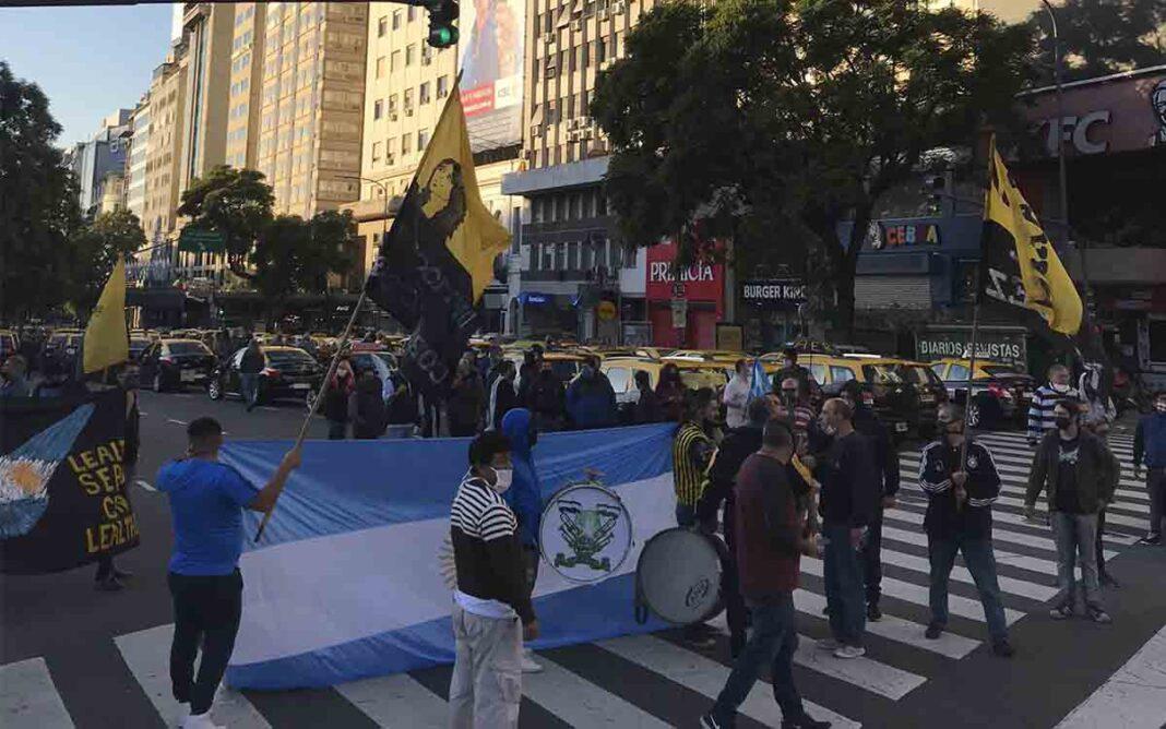 Protesta de taxistas porteños contra Uber y Cabify