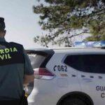 Un joven atraca, agrede y causa daños en el coche de un taxista de Granada
