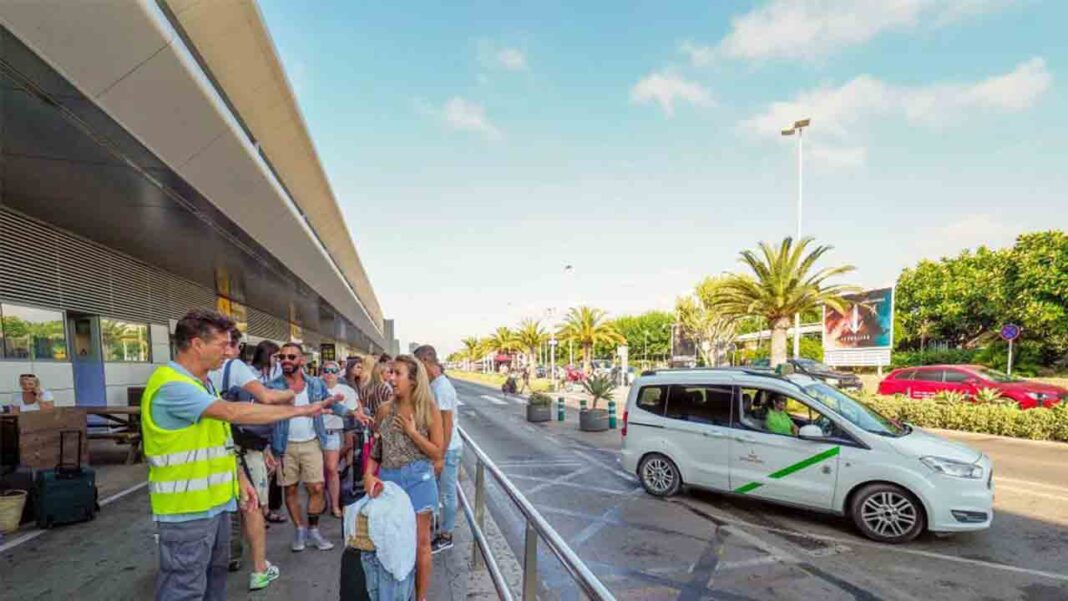La nueva regulación del taxi de Ibiza no estará lista este verano