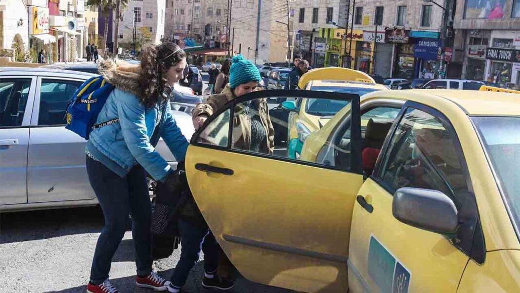 Los taxistas jordanos piden ayuda al gobierno por la crisis del Covid