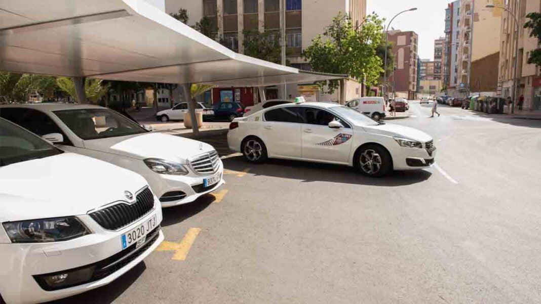 MC Cartagena pide el procedimiento para iniciar el rescate de licencias de taxi
