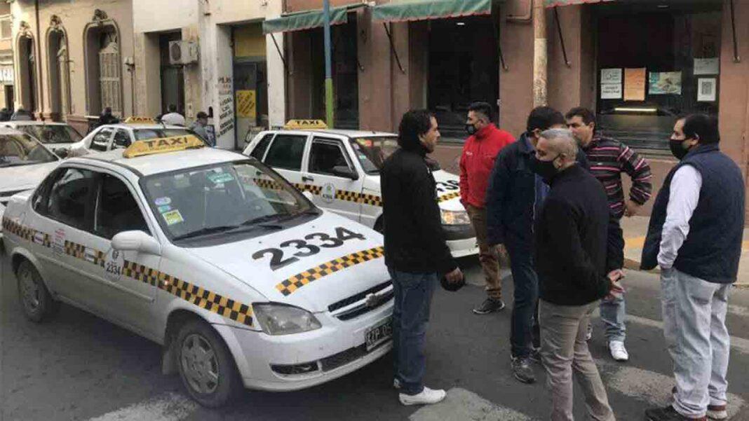 Protesta de los taxistas en Tucumán por la llegada de Uber