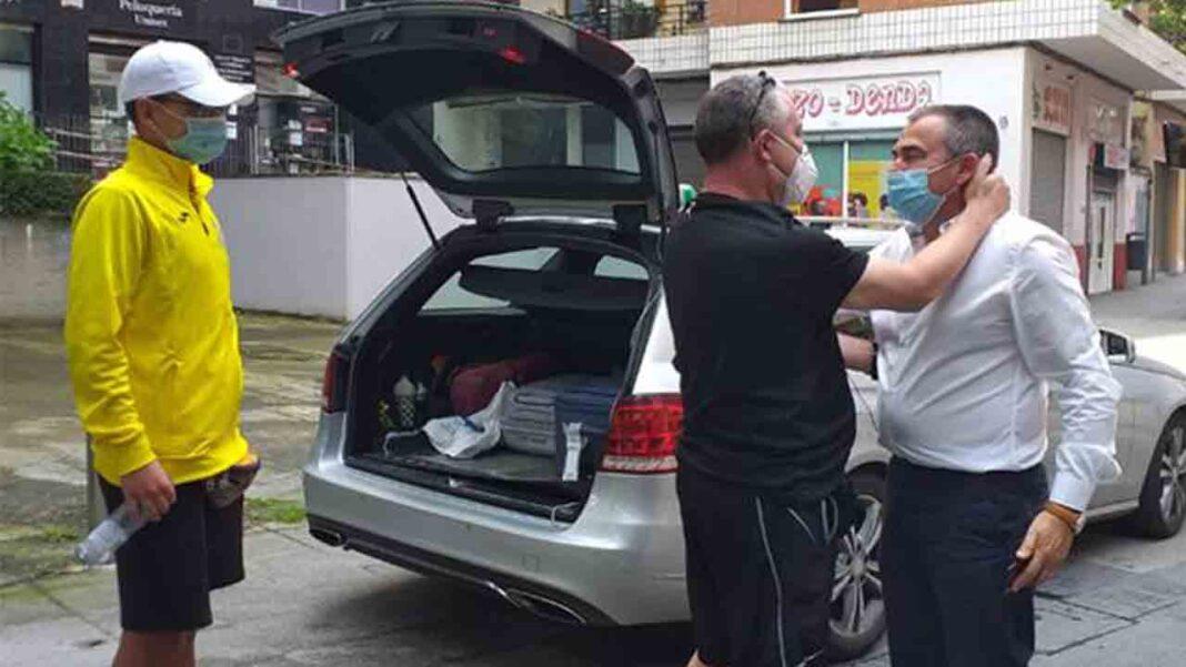 Un taxista de Basauri viaja hasta Barcelona para recoger a un joven y llevarlo gratis