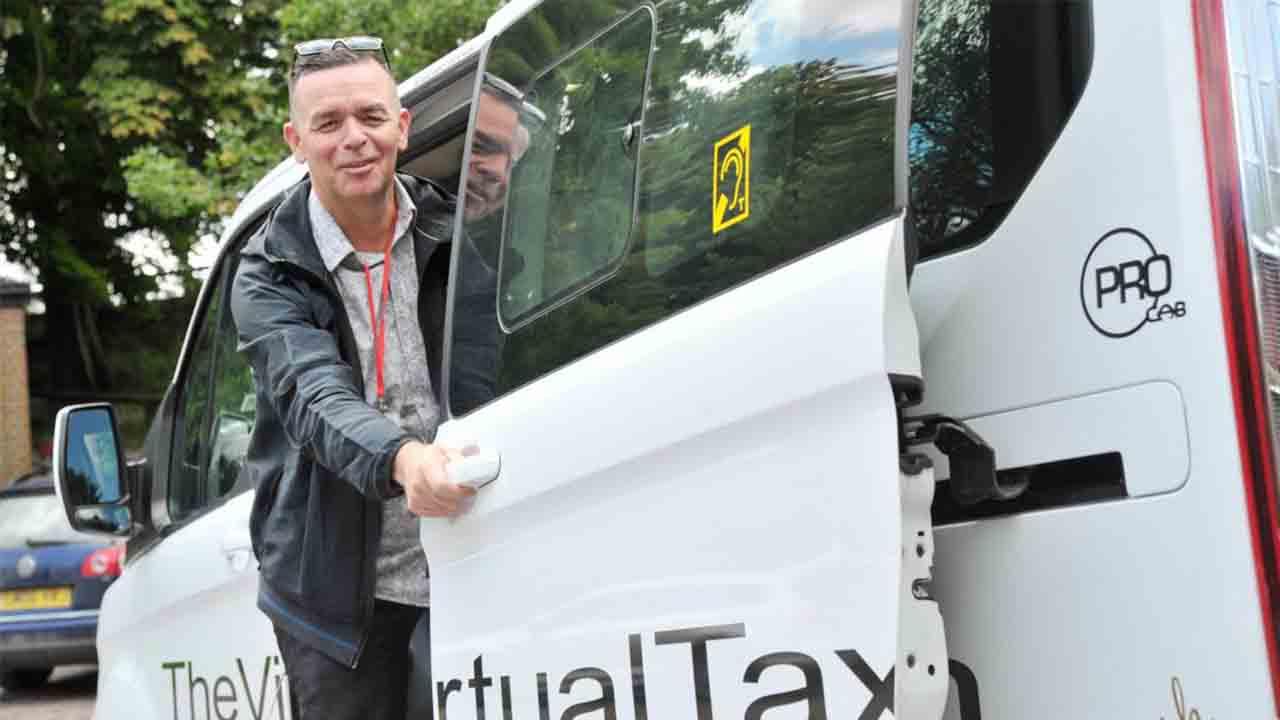 Un taxista de Swindon, en Inglaterra, dispone de una PlayStation para sus clientes