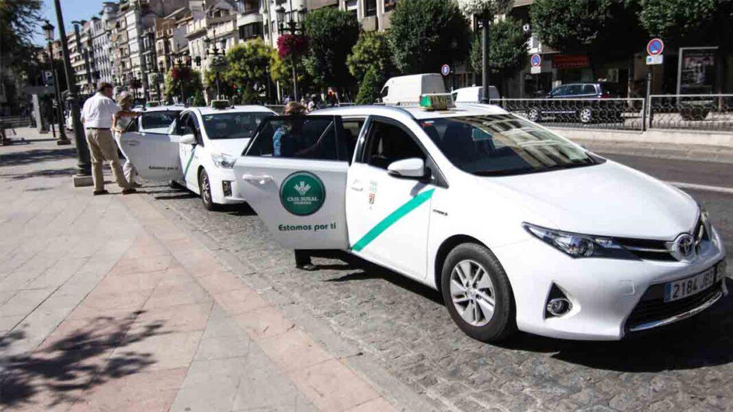 El taxi de Granada lucha por sobrevivir, pero no sube la demanda de clientes