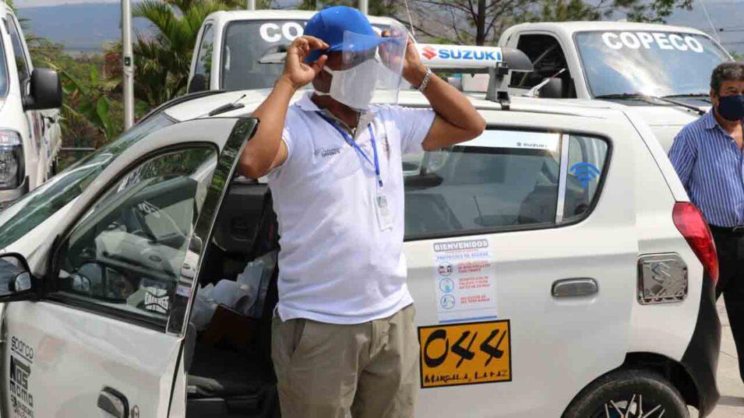 El taxi de Honduras instala mamparas y limita el número de viajeros