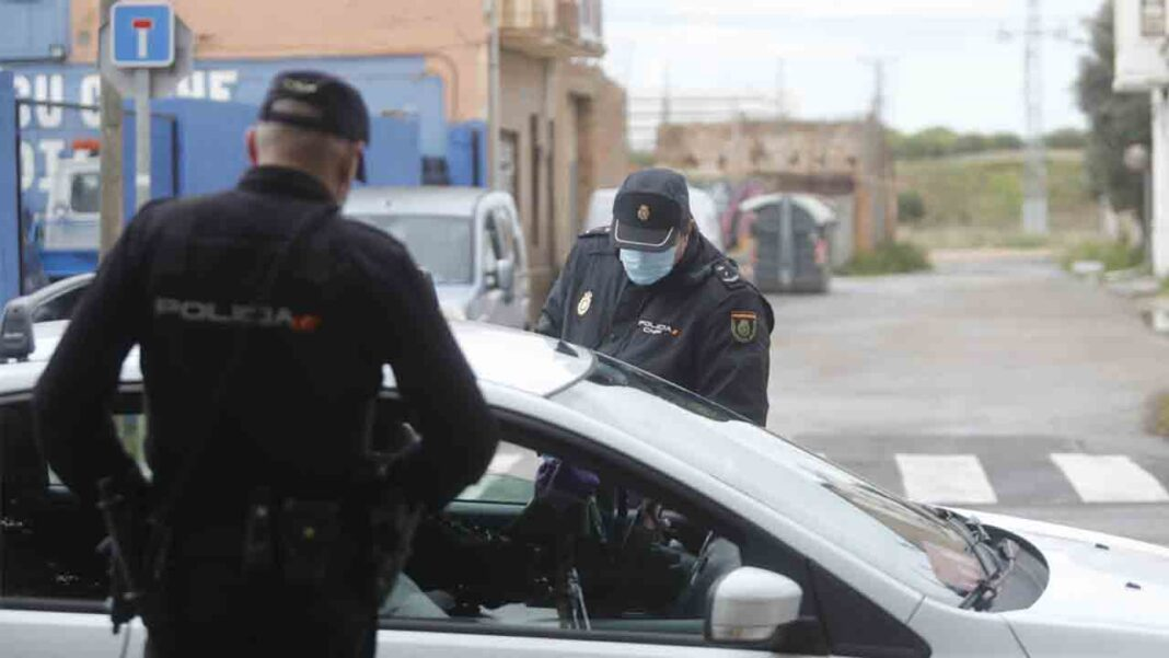 Un individuo secuestra a un taxista en Valencia después de atracar un supermercado