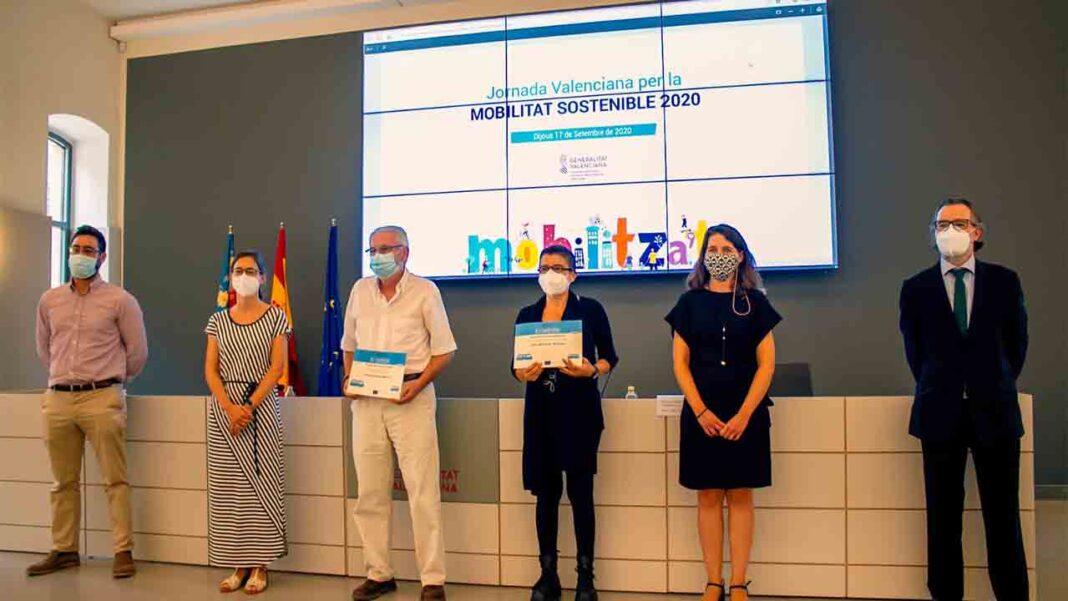 El Ayuntamiento de Castelló recibe el premio por el servicio de taxi a demanda