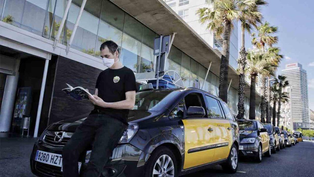 El taxi de Barcelona reclama un plan de ayudas para sobrevivir a la crisis
