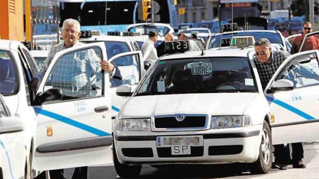 PSOE y Adelante Málaga piden a la junta proteger al taxi frente a los VTC