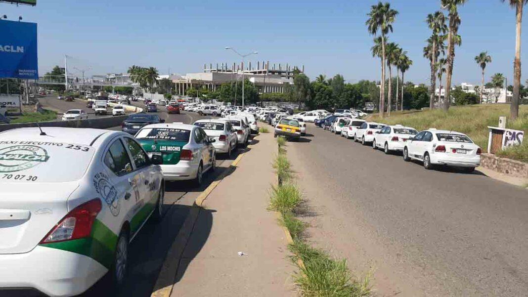 Protesta de los taxistas de Sinaloa por la competencia desleal de Uber y Didi