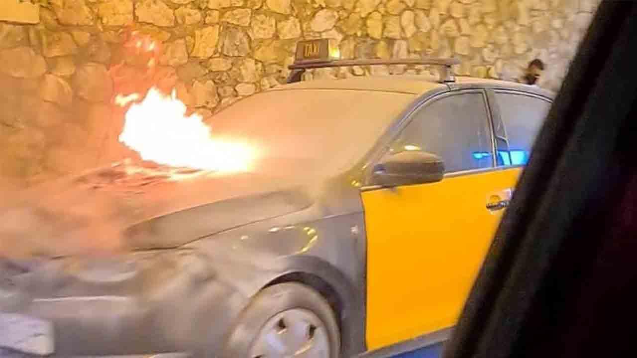 Se incendia un taxi en la ronda litoral de Barcelona