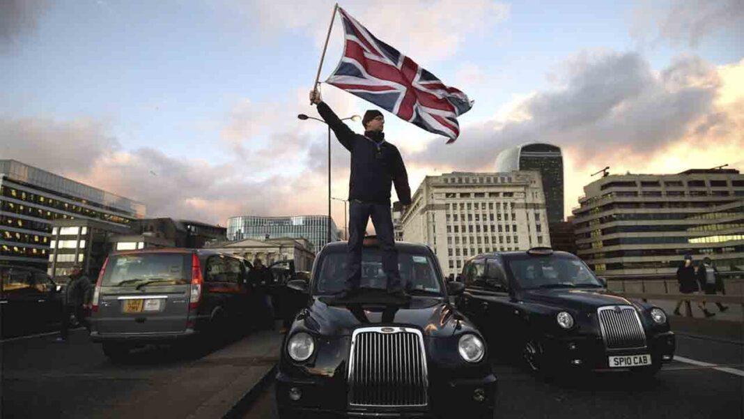 Uber está entregando datos de pasajeros y conductores a la policía británica